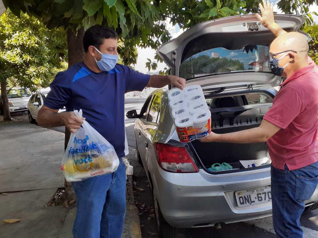 Unidade Piracicaba - Doação para Lar Betel de Piracicaba – Diretor Operacional, Vagner Cavalcanti entrega doações. Alunos e docentes participaram das arrecadações