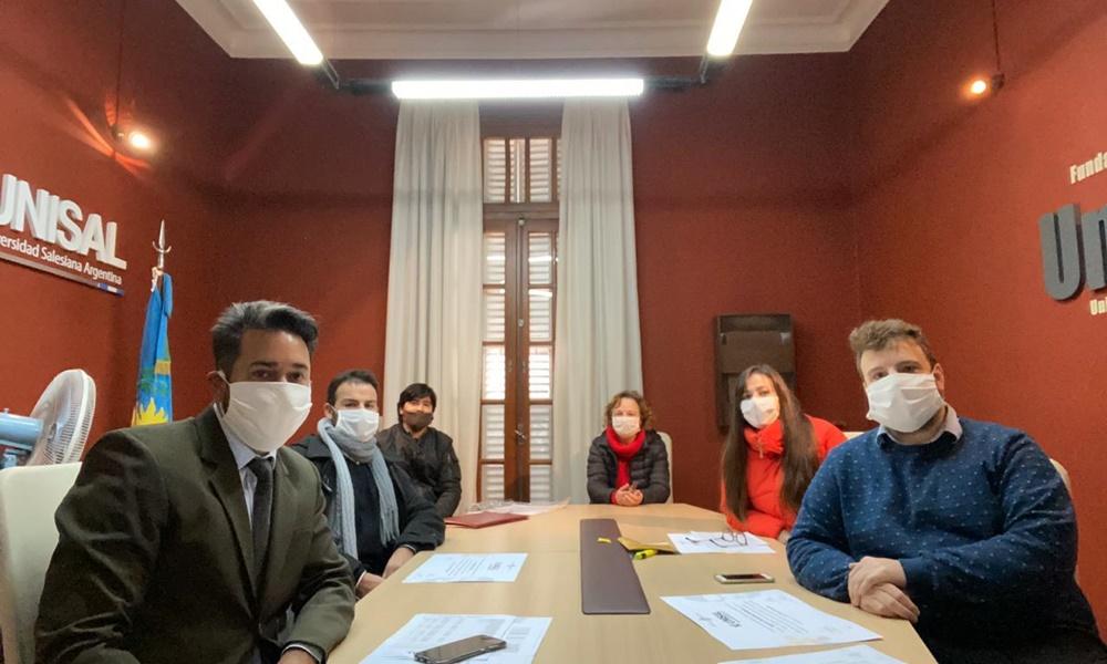 Universidad Salesiana entregó títulos a sus siete primeros graduados