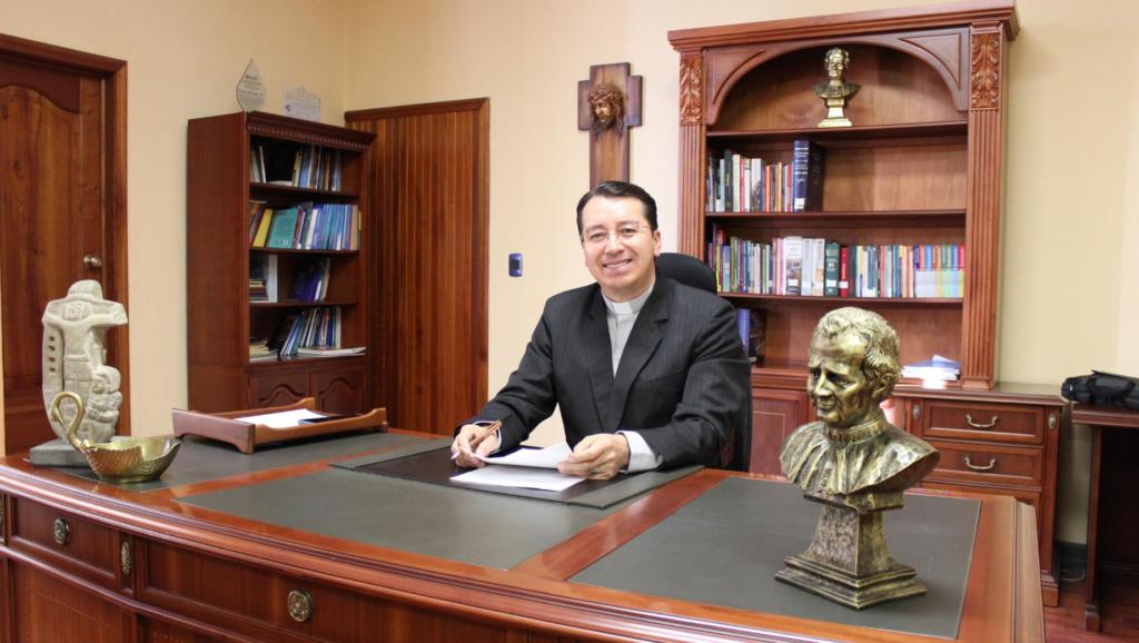 Ecuador - Padre Juan Cárdenas Tapia, sdb. es el nuevo Rector de la Universidad Politécnica Salesiana del Ecuador
