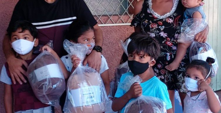 Unisalesianos Ministry donates blankets to indigenous community