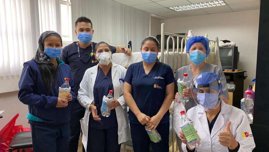 Ecuador - UPS solidaria con personal sanitario de hospital cuencano