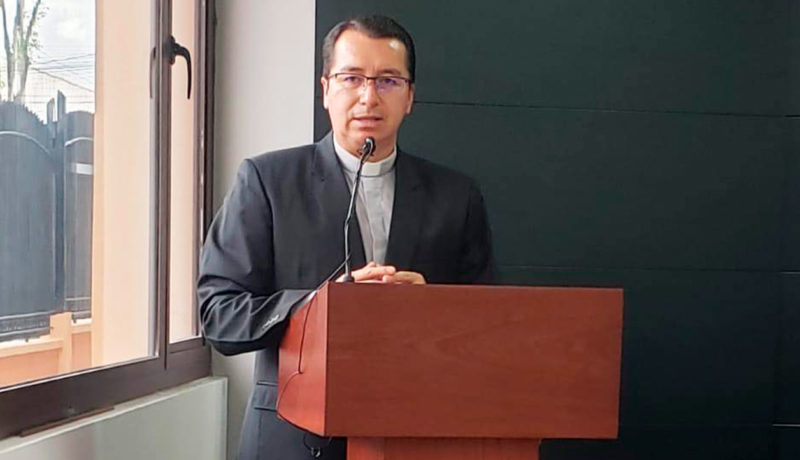 Fr. Juan Cárdenas rector of the Universidad Politécnica Salesiana of Ecuador, addressing the teachers during the 2020 teacher development and refresher online course.