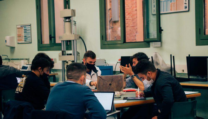 Estudiantes y Docentes de la EUSS utilizan los vídeos en sus grados de ingeniería de forma regular, Barcelona, España