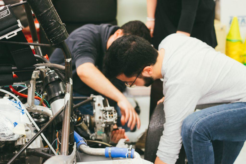 España - La EUSS y el sector automotriz colaboran en un estudio para decidir los equipamientos prioritarios del futuro laboratorio del Grado en Ingeniería de Automoción