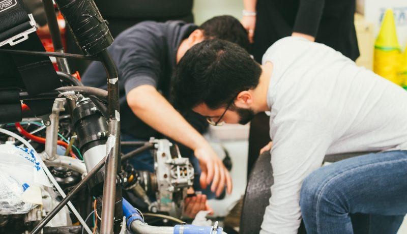 a EUSS y el sector automotriz colaboran en un estudio para decidir los equipamientos prioritarios del futuro laboratorio del Grado en Ingeniería de Automoción