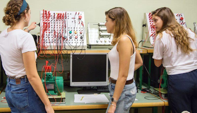 Estudiantes del modelo educativo,Engineering by Doing, de la Escola Universitària Salesiana de Sarrià (EUSS), España