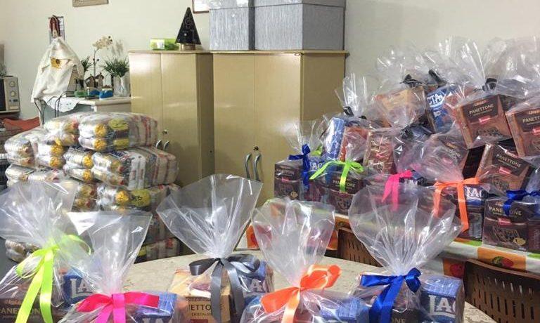 Capela do Colégio Salesiano doa cestas básicas a famílias carentes de Araçatuba