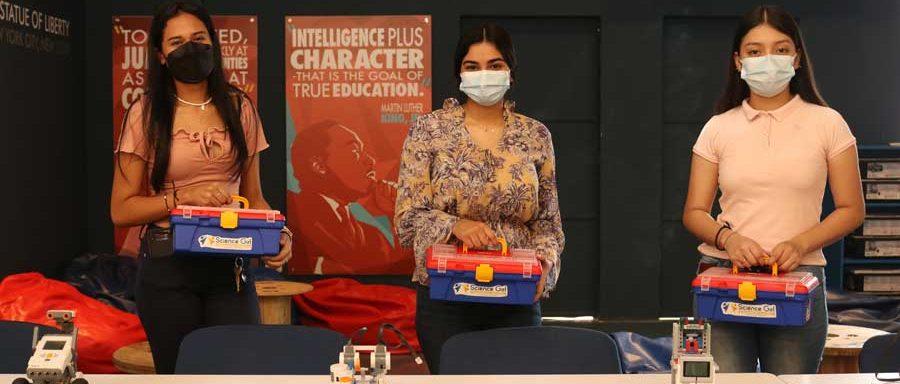integrantes del El Science Girl Camp es una iniciativa de la Universidad Don Bosco El Salvador que apuesta por el empoderamiento de la mujer
